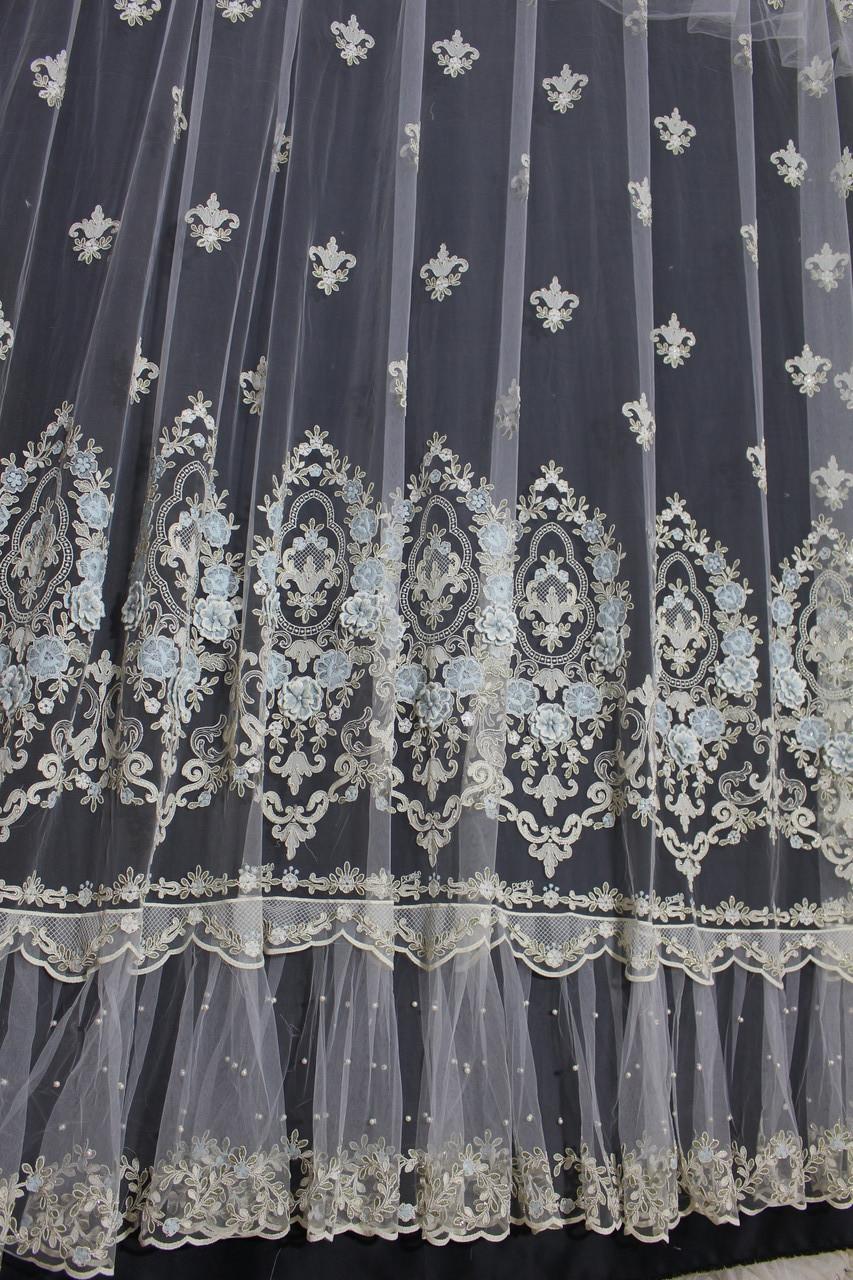 Готовая тюль-юбочка ширина 5.10 м с голубыми 3Д цветами и камнями в гостиную, зал