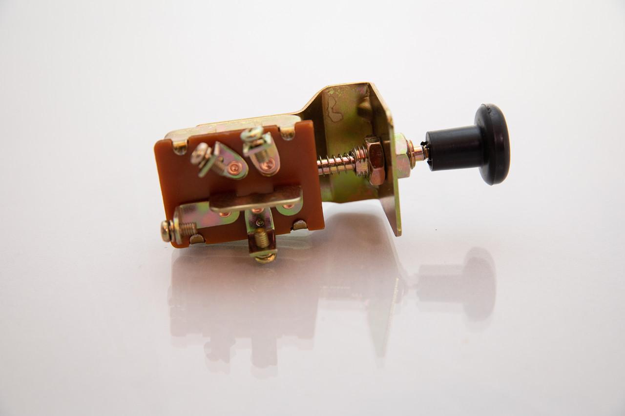 Переключатель света двух уровней П-305 (МТЗ,ЮМЗ,Т-40,Т-25)