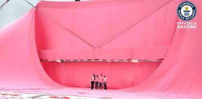 Самая большая футболка в мире|Найбільша футболка у світі