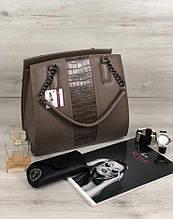 Стильная деловая женская сумка Aliri-321-07 кофейного цвета с вставкой текстура крокодил