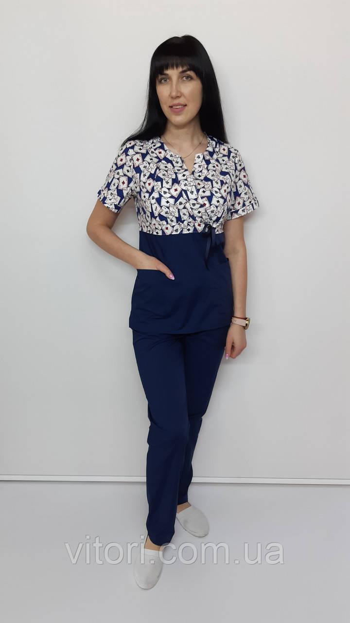 Жіночий медичний костюм принт Сакура-комбі Карти на синьому