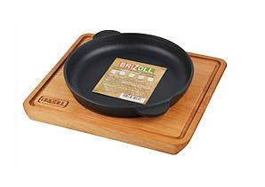 Сковорода для индивидуальной подачи 16х2,5 см. чугунная на деревянной подставке, BRIZOLL