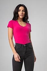 Базовая однотонная футболка с V-вырезом горловины в 4 цветах в размерах S, M, L, XL.