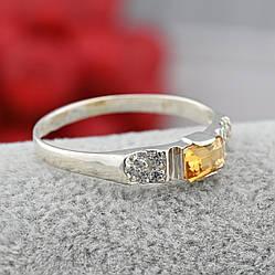 Серебряное кольцо женское Сириус вставка фианит цвет шампань размер 18