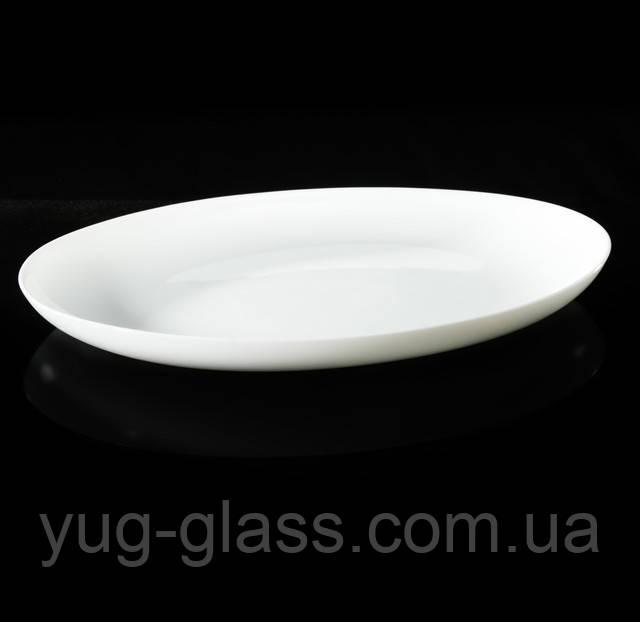 Белое овальное блюдо