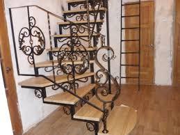 Ковані сходи в будинку