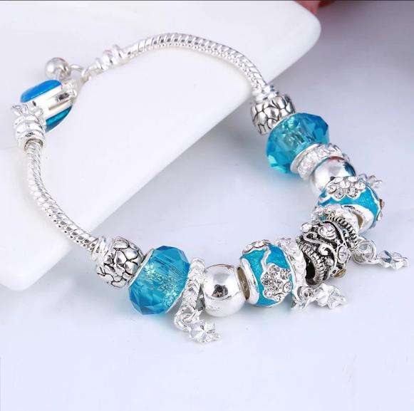 Жіночий браслет з шармами блакитний код 1610