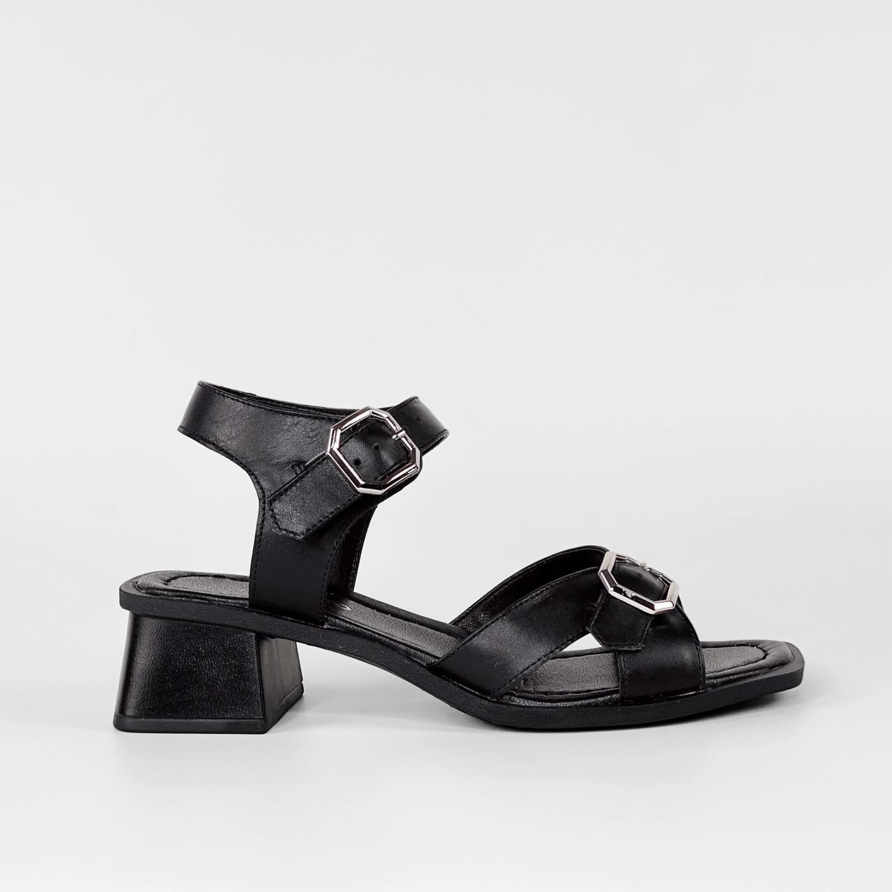 Босоножки женские кожаные чёрные на каблуке с пряжками MORENTO