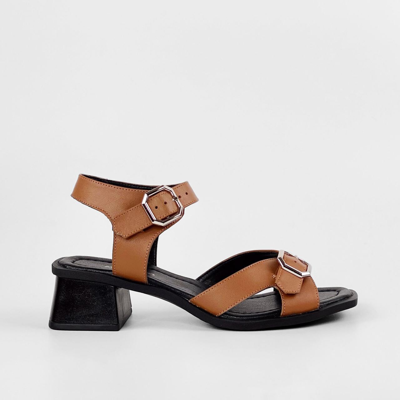 Босоножки женские кожаные коричневые на каблуке с пряжками MORENTO