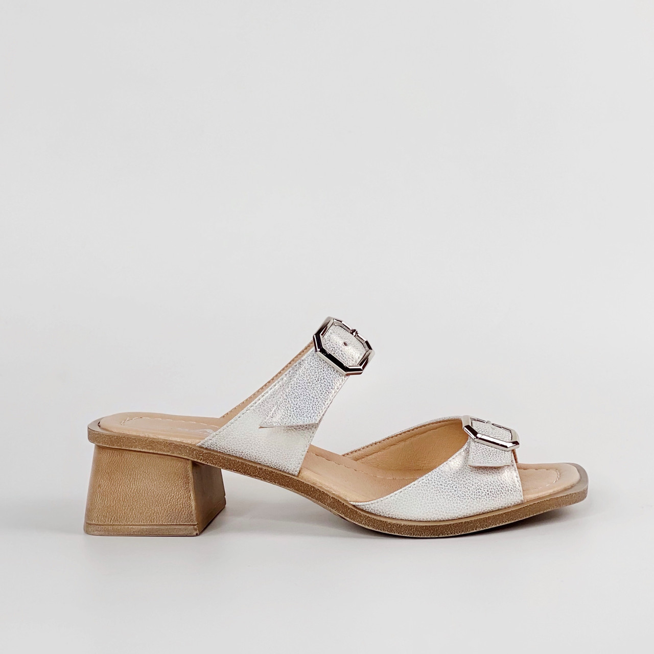 Сабо женские кожаные бело-бежевые на каблуке с пряжками MORENTO