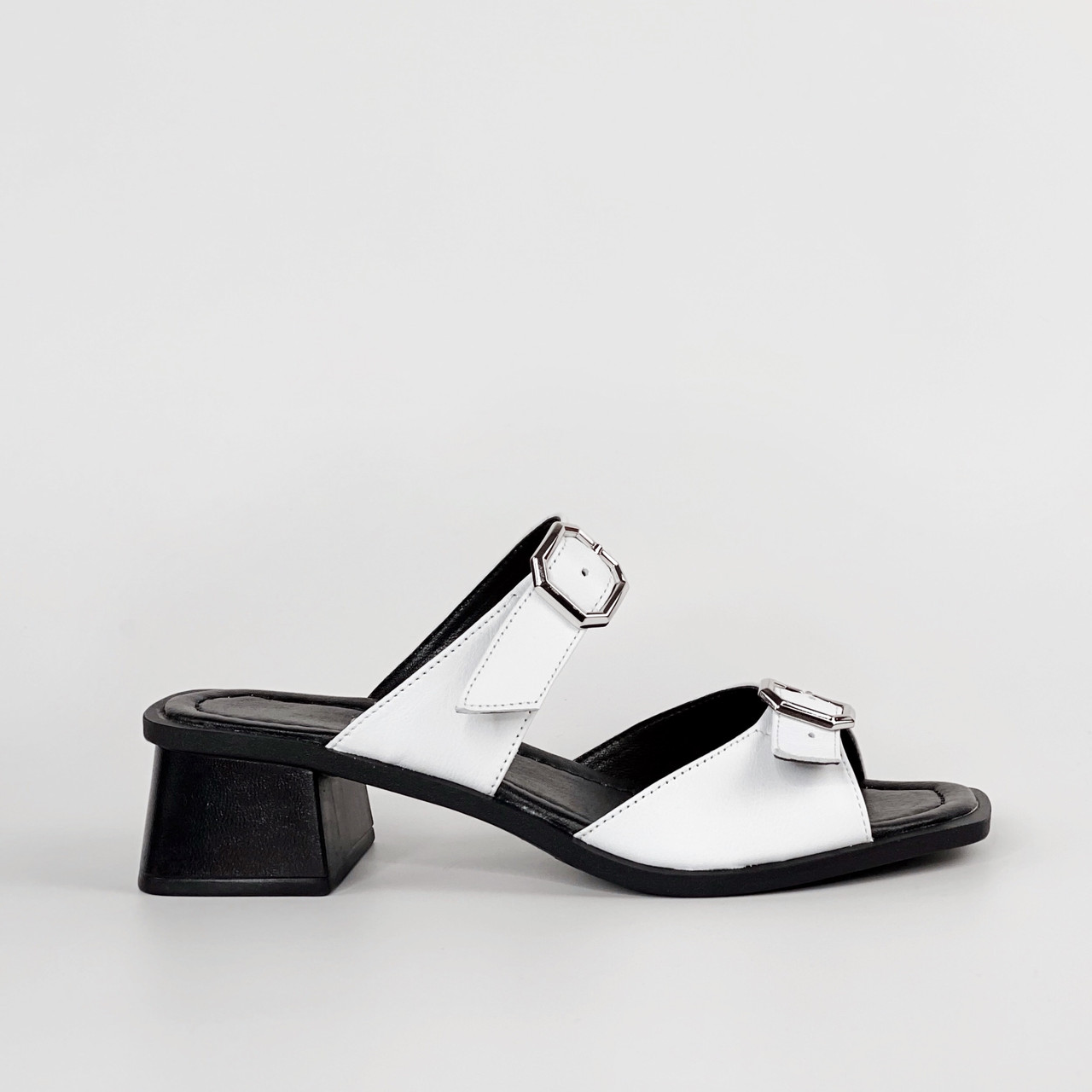 Сабо женские кожаные белые на каблуке с пряжками MORENTO