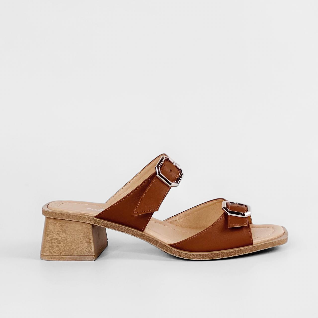 Сабо женские кожаные коричневые на каблуке с пряжками MORENTO