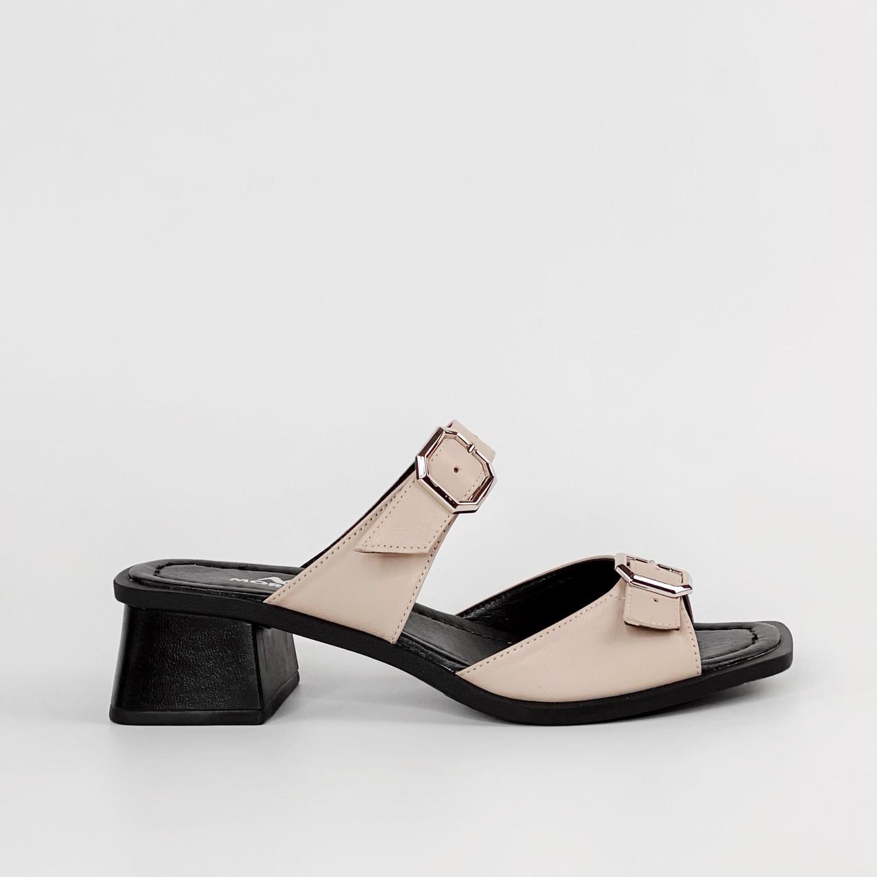 Сабо женские кожаные бежевые на каблуке с пряжками MORENTO