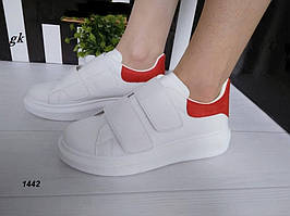 Женские кроссовки криперы белого цвета на липучках