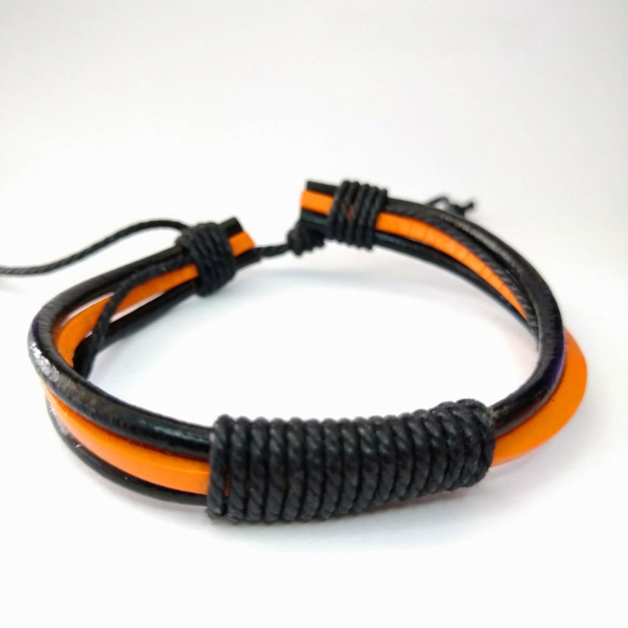 Кожаный плетеный браслет черный с оранжевой вставкой KB-16