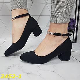 Класичні туфлі замшеві на широкому низькому товстому каблуці з ремінцем застібкою