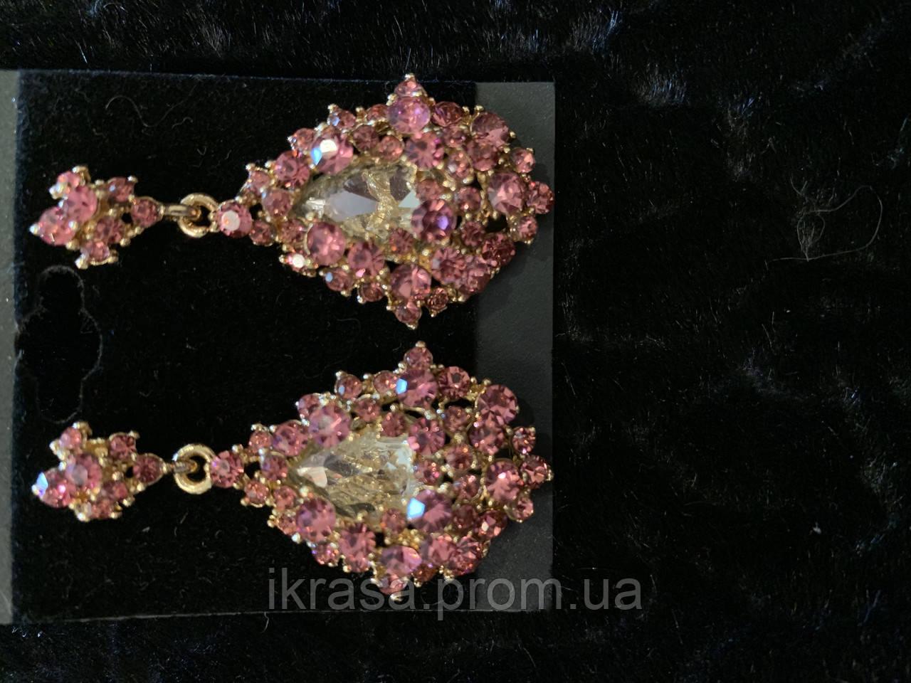 Ніжні сережки з рожевим камінням кольору золото