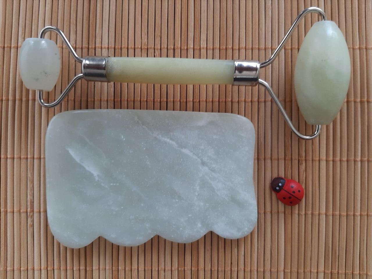 Набір масажер ролер для обличчя і тіла плюс скребок Гуаша