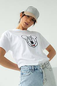 Женская футболка с вышивкой Микки Маус в белом цвете