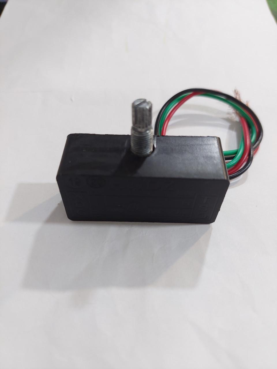 Регулятор оборотів (тиску) для електричного обприскувача.