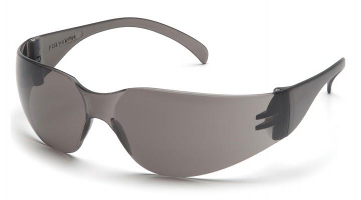 Спортивные очки с черными линзами Pyramex INTRUDER