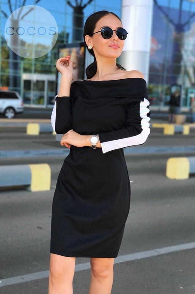 Стильное платье с открытыми плечами и лампасами