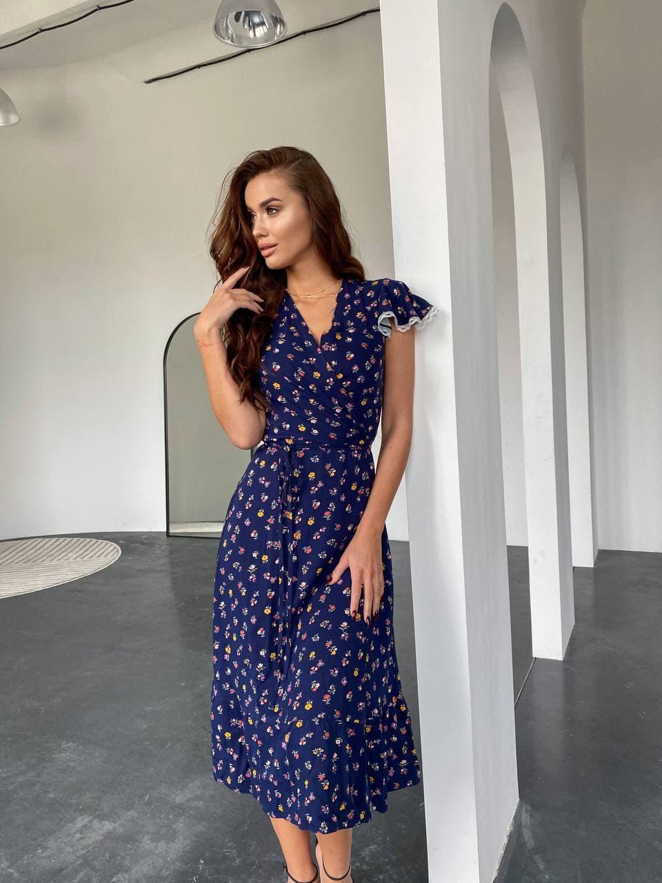 Платье на запах синие в цветы
