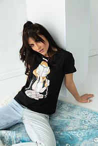 Жіноча стильна футболка з принтом в чорному кольрі