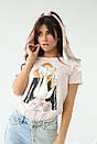 Женская стильная футболка с принтом в бежевом цвете, фото 2