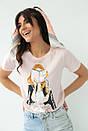 Женская стильная футболка с принтом в бежевом цвете, фото 3