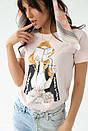 Женская стильная футболка с принтом в бежевом цвете, фото 5
