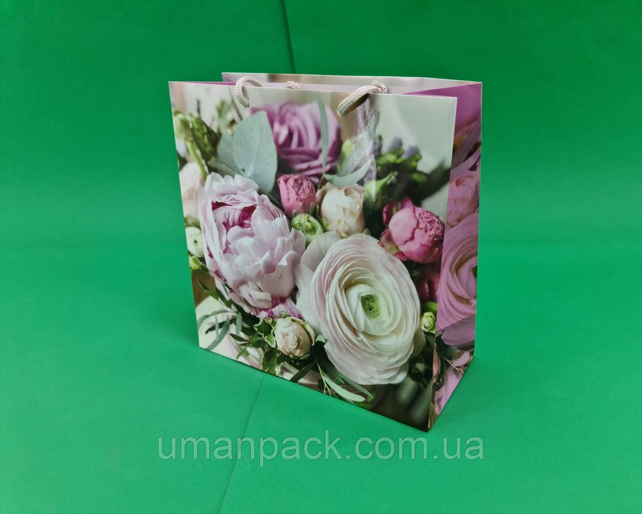 Пакет бумажный подарочный квадратный ы 23*24*10(артKV-007) (12 шт)