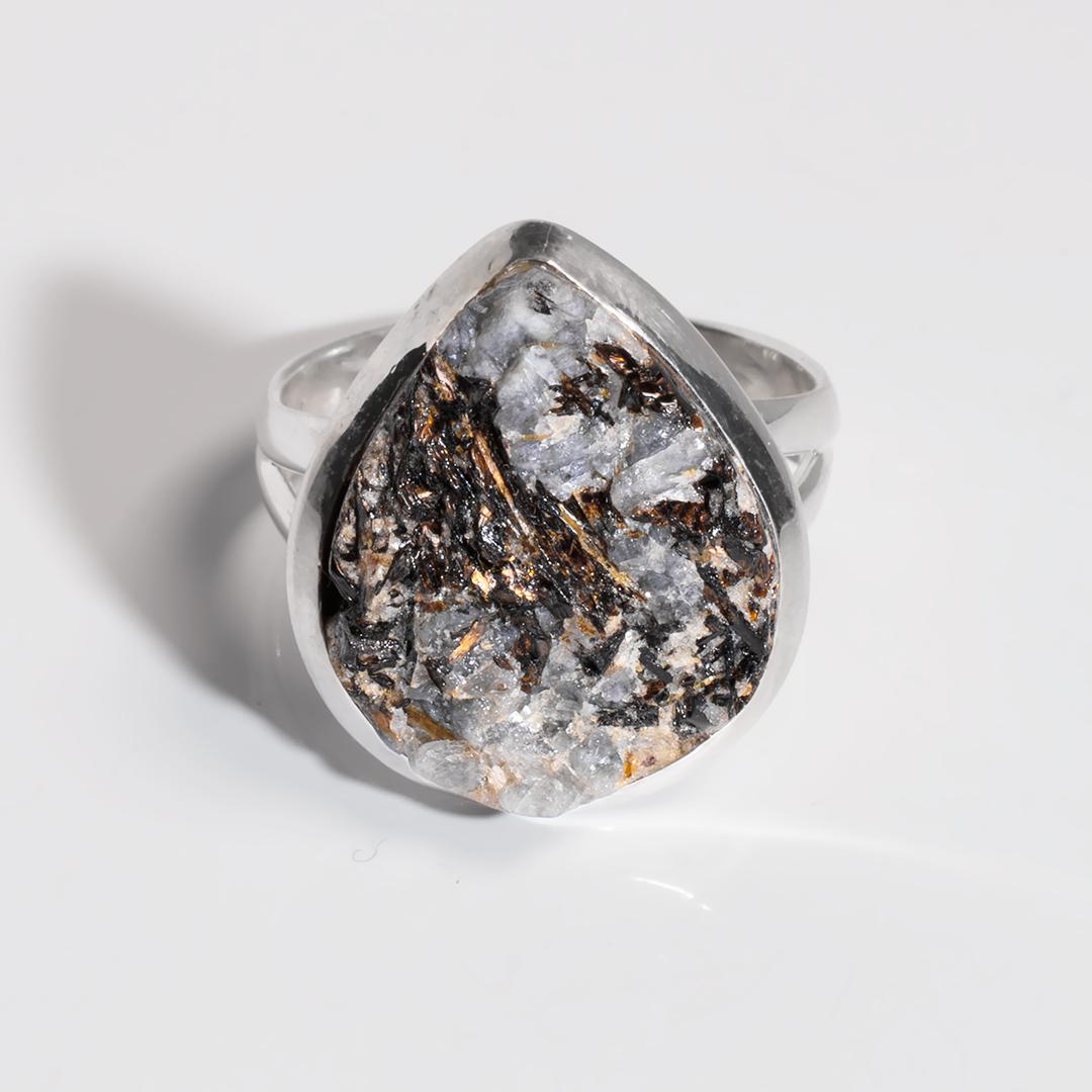 Срібне кільце з Астрофилитом, 1700КА