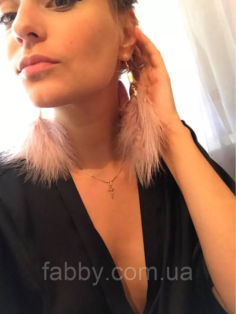 Сережки пір'я ніжні та романтичні кольору рожева пудра, серьги перья