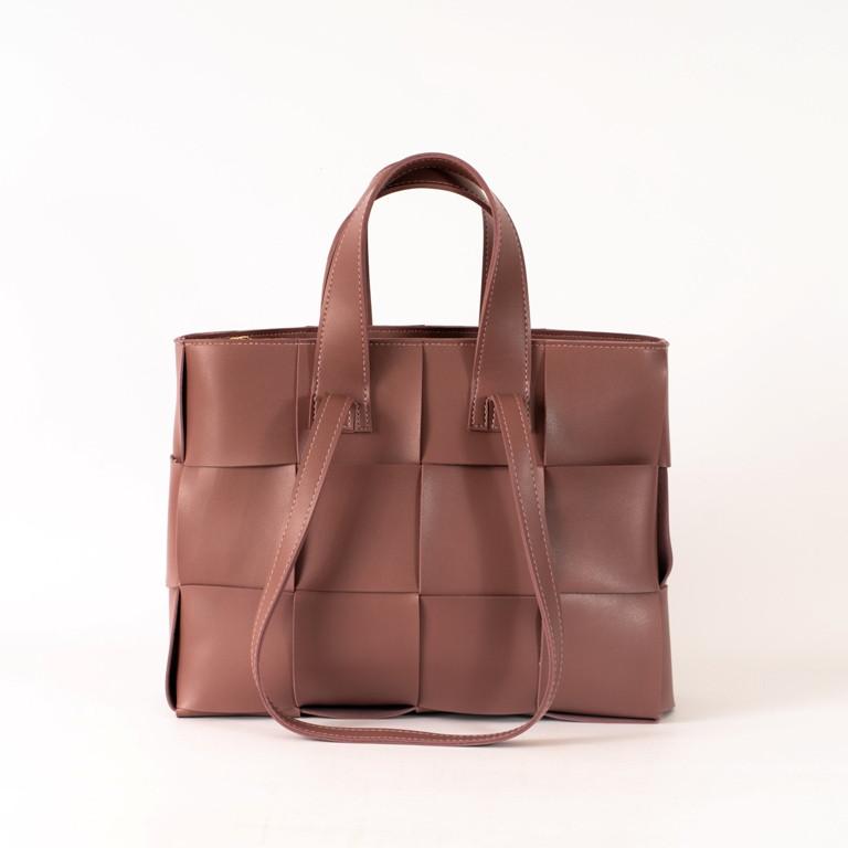 Пудровая женская плетеная сумка K69-20/2 розовая деловая с двойными ручками для ноутбука