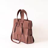 Пудровая женская плетеная сумка K69-20/2 розовая деловая с двойными ручками для ноутбука, фото 2