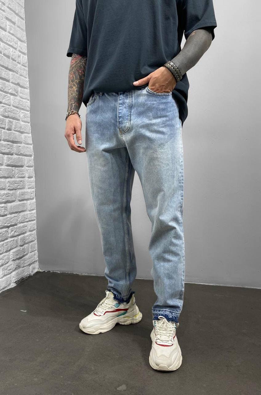 Чоловічі джинси МОМ прямі блакитного кольору