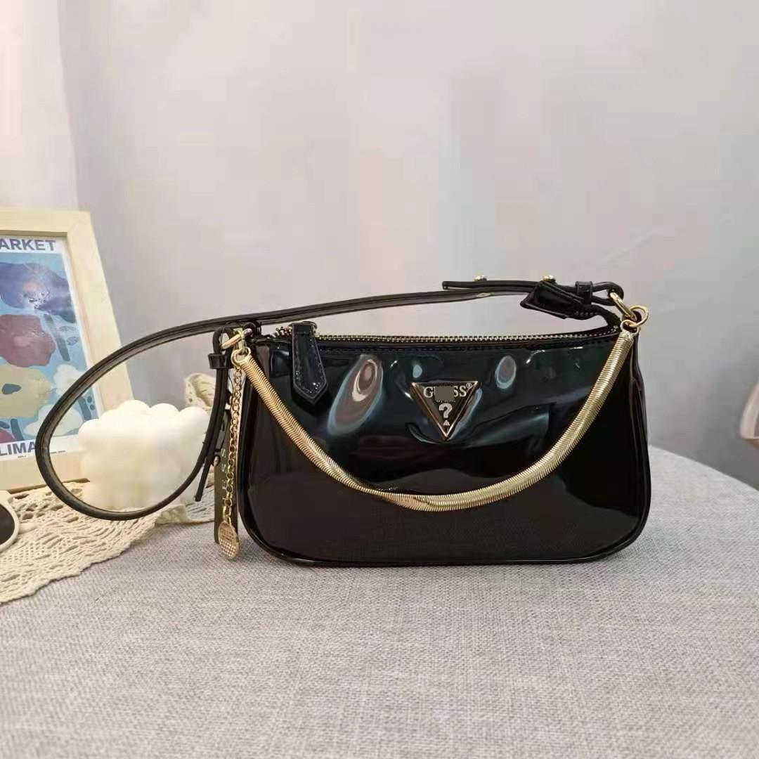 Женская лаковая сумочка GUESS 21GF-015 CONEY SHOULDER BAG багет через плечо с цепочкой черная