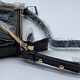 Женская лаковая сумочка GUESS 21GF-015 CONEY SHOULDER BAG багет через плечо с цепочкой черная, фото 3