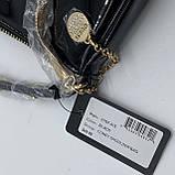 Женская лаковая сумочка GUESS 21GF-015 CONEY SHOULDER BAG багет через плечо с цепочкой черная, фото 8