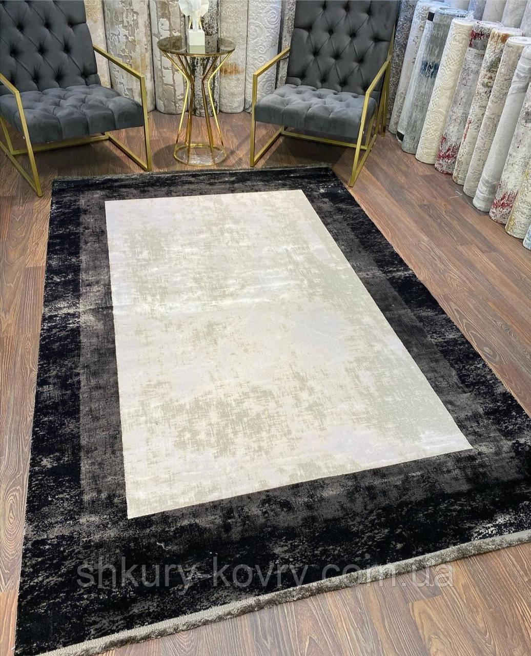 Класичні потерті килими Pierre Cardin