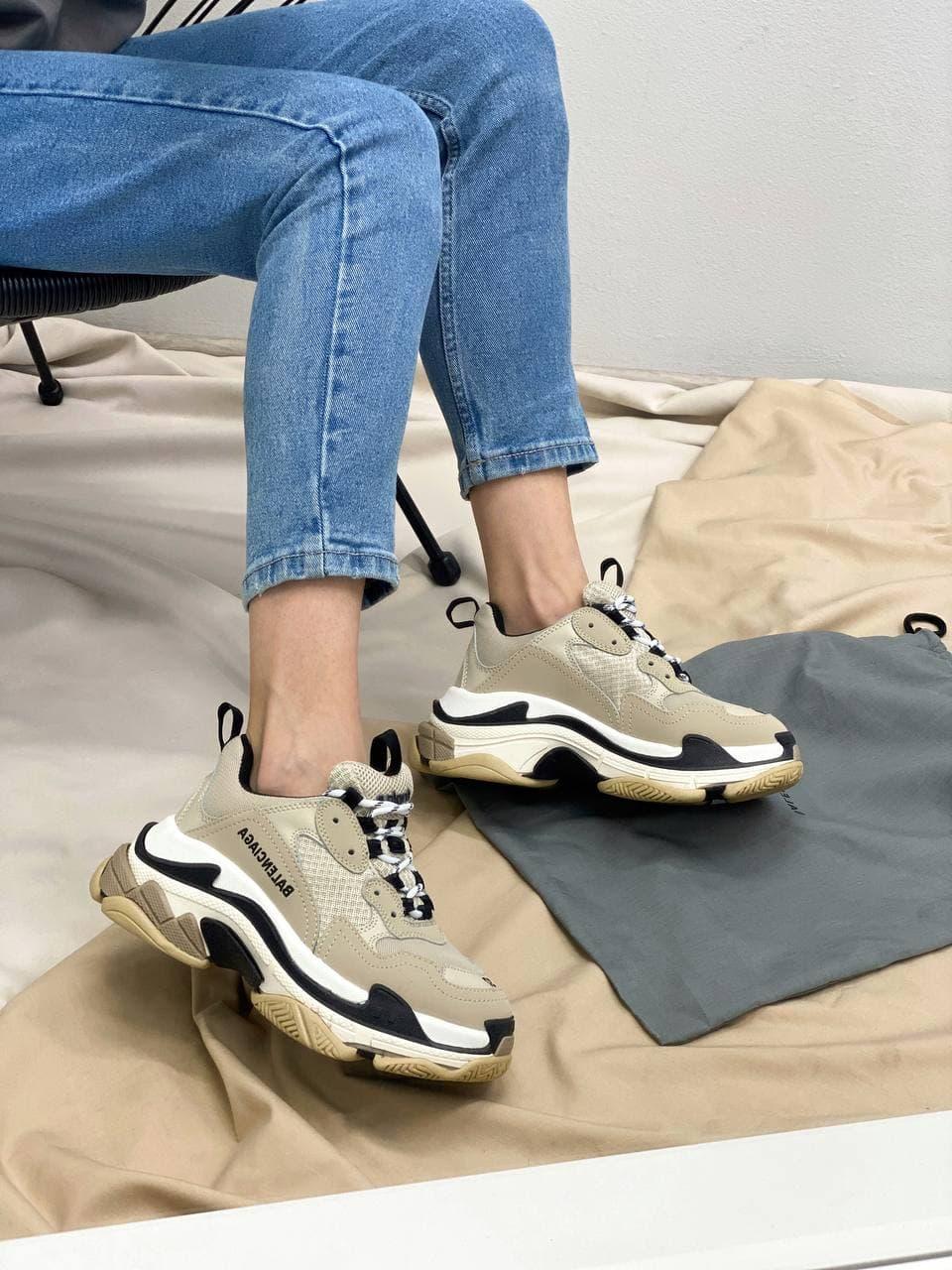Женские кроссовки Balenciaga Triple S Beige (бежевый) BL021 повседневная обувь с многослойной подошвой