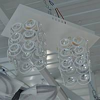 Люстра с хрусталём в белом цвете и дополнительной подсветкой 2 лампы