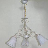 Люстра біла подвесна білі скляні плафони 3 лампи