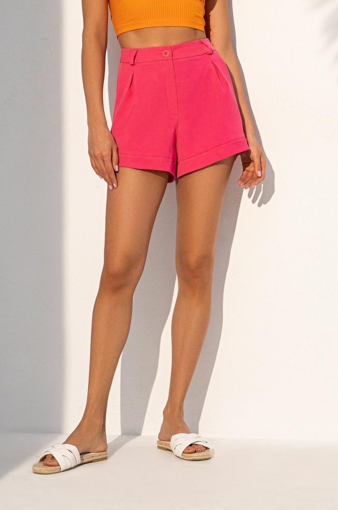 Короткие летние шорты из костюмной ткани с завышенной талией. Малинового цвета