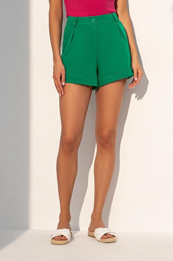 Короткие летние шорты из костюмной ткани с завышенной талией. Зеленого цвета