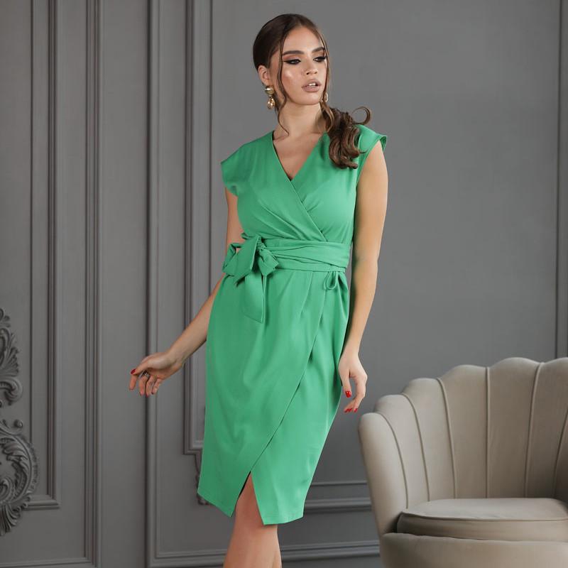 Женское элегантное платье на запахе с поясом