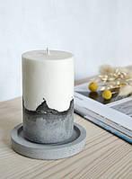 Свеча из соевого воска на бетоне с подставкой