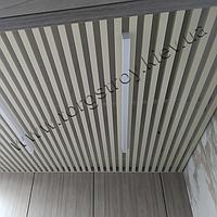 Реечный подвесной потолок, кубообразная рейка 50х50мм, шаг 50мм, цвет бежевый RAL 1015
