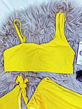 Яскравий Купальник роздільний Жовтого кольору з топом на поролонових чашках і 2 плавками тканина рубчик, фото 2
